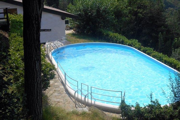 Cascinale e piscina Torre de' Roveri