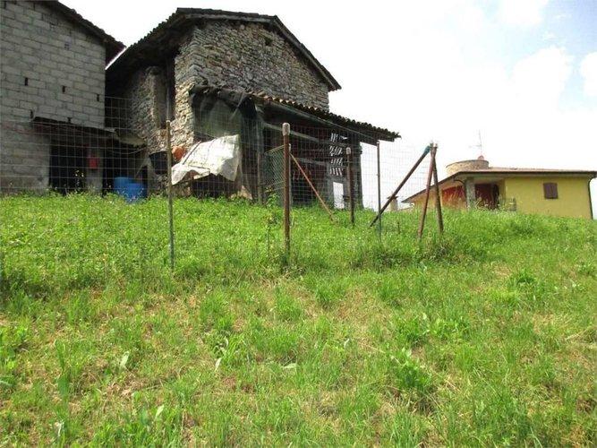 Terreno agricolo con rustico da ristrutturare Bedulita