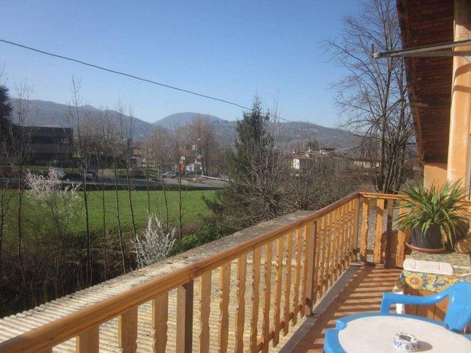 CAZZANO SANT' ANDREA panoramico su verde e montagne