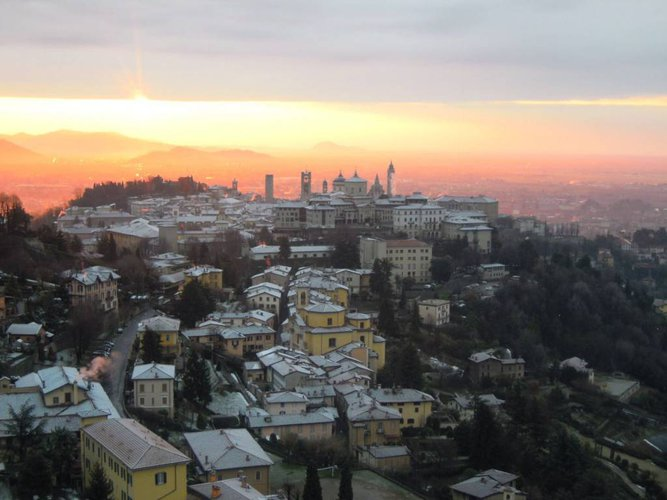 Bergamo Via San Vigilio vendesi trilocale superpanoramico