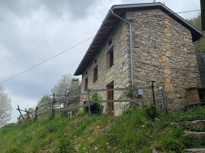 VILLA SINGOLA/RUSTICO RIMESSO A NUOVO A 16km DA BERGAMO Bergamo