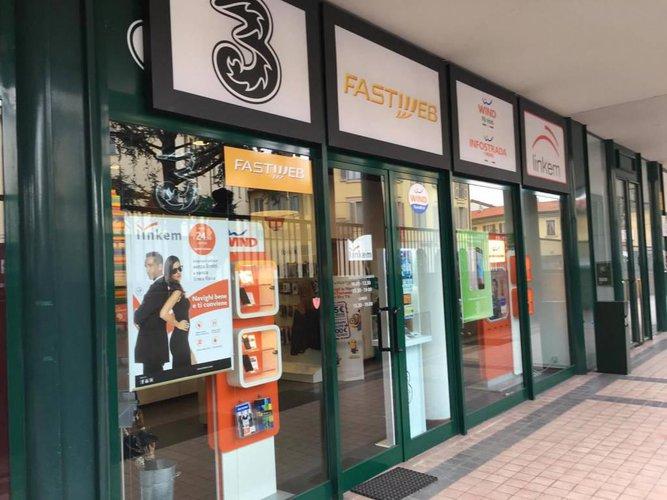 1045 tREVIGLIO negozio in vendita 70mq Treviglio