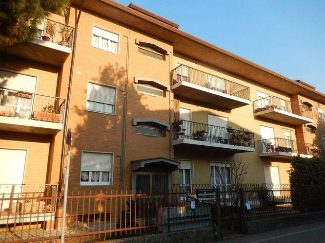 INVESTIMENTO:stabile cielo terra n. 11 appartamenti 11 boxes