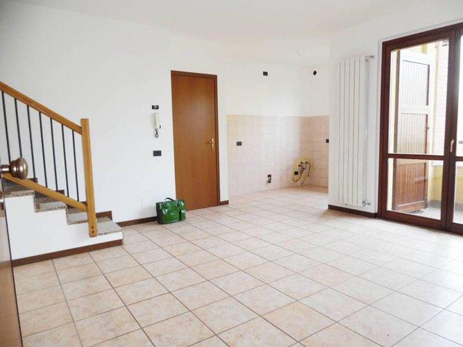 In Villa 130mq duplex con terrazzo a pozzo e box triplo