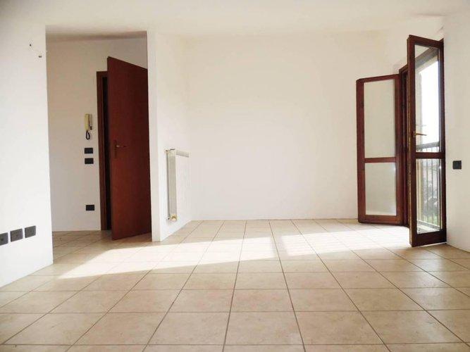 In Villa 130mq duplex con terrazzo a pozzo e box triplo Seriate