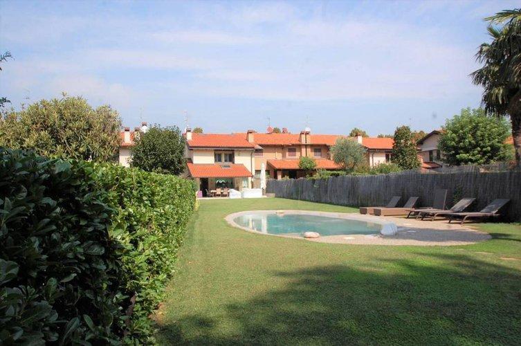 1068 Villa Bajo con giardino