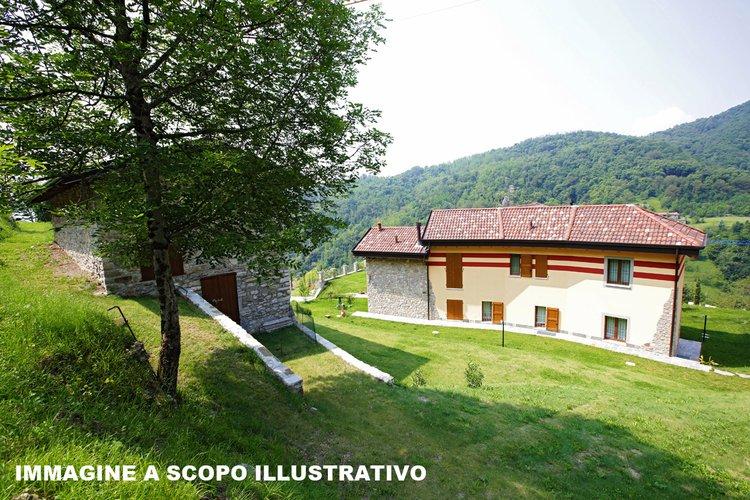 Casa indipendente con giardino e box doppio Caprino Bergamasco